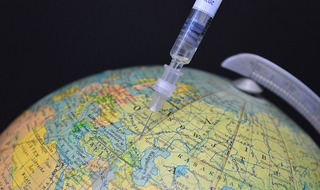 Spritze steckt in Globus