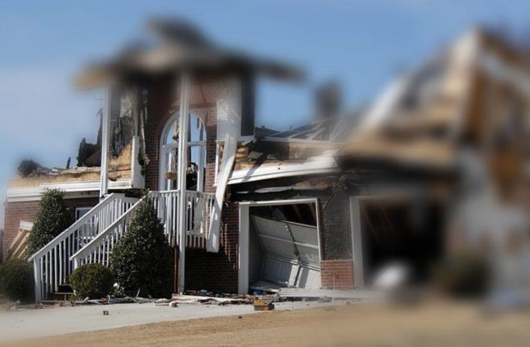 Zerstörtes Haus nach Unwetter