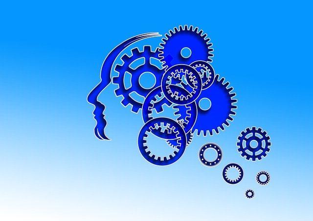Kopf mit ineinander greifenden Rädchen im Gehirn